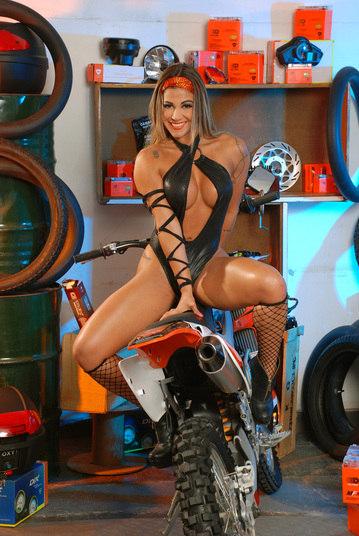 Sabrina Soares em moto,   famosa em moto, gostosa em moto, Mulheres de moto, mulher sensual na moto, gostosa em moto, Mulher semi nua em moto, biker babe, sexy on bike, sexy on motorcycle, babes on bike, ragazza in moto, donna calda in moto,femme chaude sur la moto,mujer caliente en motocicleta, chica en moto,