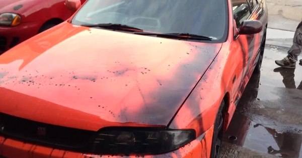 Carro que muda de cor em contato com a água vira febre na internet ...