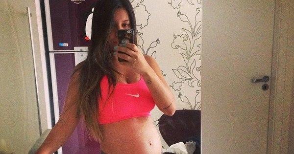Namorada de Micael Borges exibe barriguinha de grávida - Pop ...