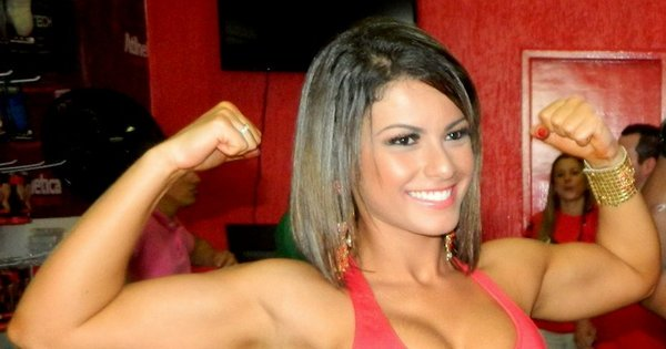Babi Rossi ignora polêmica sobre estar gorda e mostra músculos ...