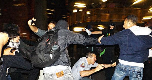 Protesto em São Paulo termina em depredação, coronel da PM ...