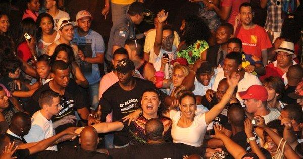 Valesca Popozuda e David Brazil curtem Parada Gay de Madureira ...