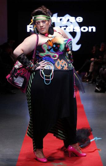 Com cores e estampas ousadas, a estilistaMaryse Richardson buscou valorizar a silhueta das modelos plus size