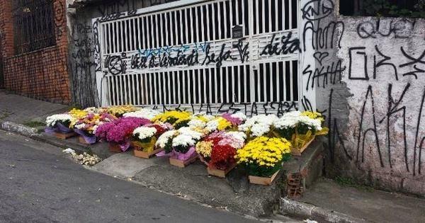 Caso Pesseghini: no Dia de Finados, flores são deixadas na porta ...