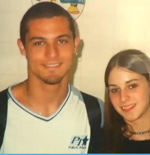 No início de novembro de 2003, o casal de namorados Liana Friedenbach, de 16 anos, e Felipe Caffé, de 19, foram surpreendidos por dois criminosos na região metropolitana de São Paulo. O casal foi vendado e levado para um cativeiro na área*Do R7, com Rede Record