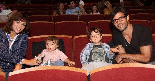 Juliano Cazarré e Daniele Suzuki levam respectivos filhos para ver ...