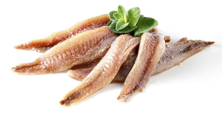 Atribuída à dieta que promete deixar os músculos mais salientes, as proteínas, em geral, ajudam na contração muscular e na firmeza das fibras de cada músculo do corpo.  — É possível ver uma melhora nos exercícios e nos músculos por que esses peixes são ricos em aminoácidos, que ajudam a transformar os músculos. Toda fonte de proteína animal também é rica em cálcio, nutriente importante para a formação dos músculos