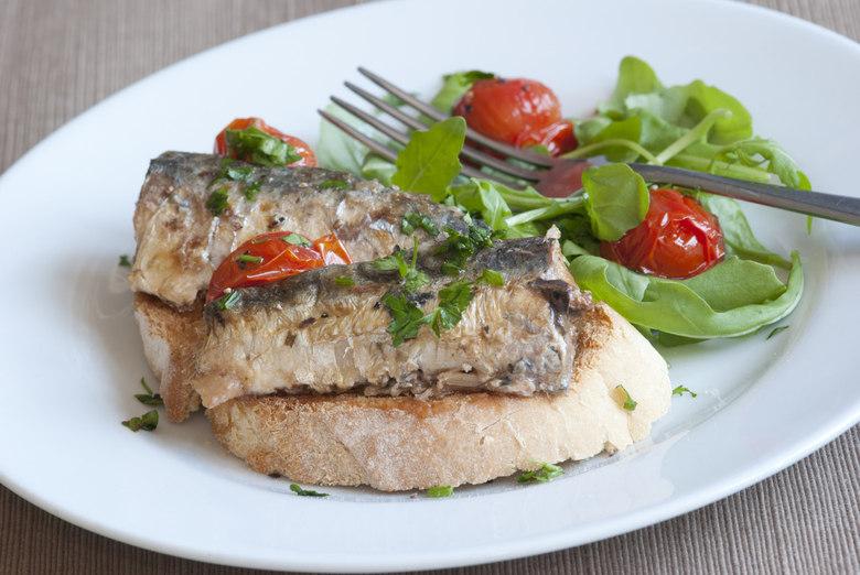 Segundo a nutricionista Ângela Camargo, de São Paulo, é importante ter o peixe como proteína na dieta e, assim, variar entre carnes de boi, porco e frango.  — Proteínas são sempre bem vindas à dieta. No caso do peixe, é sempre importante variar a dieta. A sardinha é uma opção saudável que deve ser consumida sim