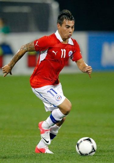 Eduardo Vargas,atacante da seleção chilena, também tem várias tatuagens pelo corpo