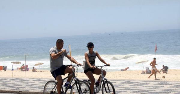 Ronaldo anda de bicicleta com Paula Morais - Fotos - R7 Famosos ...