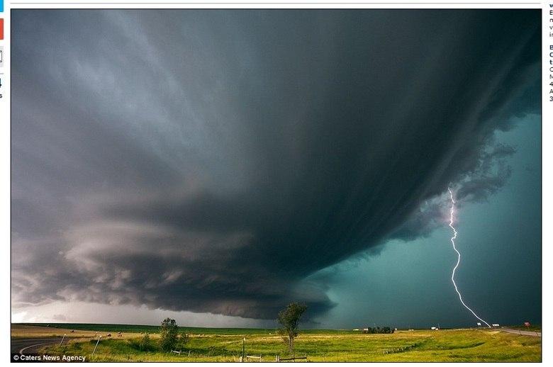 Essa imagem foi tirada em Grand Island, Nebraska. Mike mora em uma área conhecida como Tornado Alley (Alameda dos Tornados), uma faixa vertical no centro dos EUA, onde as tempestades são mais intensas