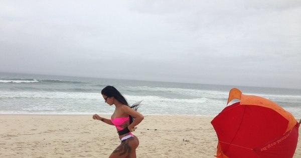 Uau! Lorena Bueri faz exercício amarrada em paraquedas - Fotos ...