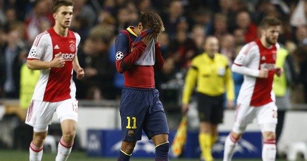 Ajax bate Barcelona e adia primeiro lugar da equipe catalã no grupo