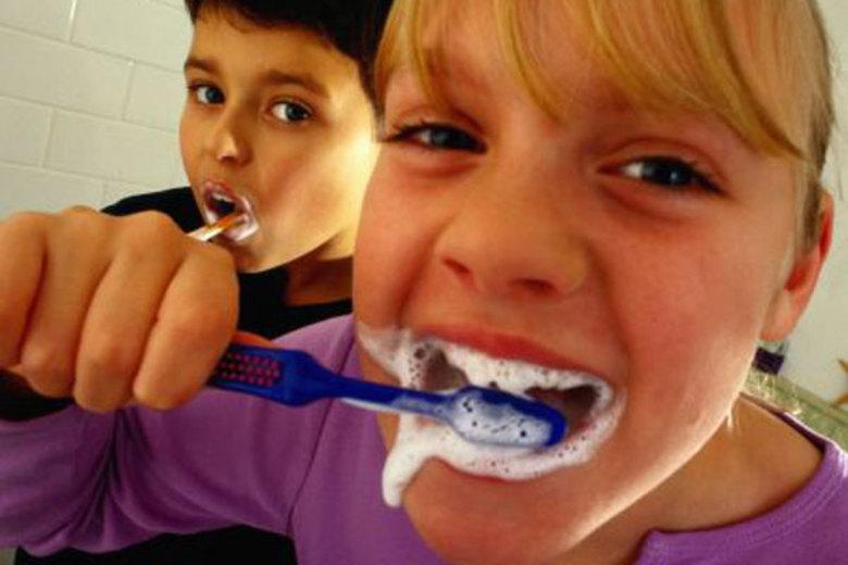 A boca pode ser a porte de entrada para diversas doenças e preveni-las é a melhor forma de deixar sua saúde bucal em dia. Mas muitas pessoas tem dúvidas sobre o que fazer em determinadas situações. Para esclarecer as principais dúvidas, o R7 ouviu a dentista Juliana Thompson*Colaborou: Luiz Sanfins, estagiário do R7