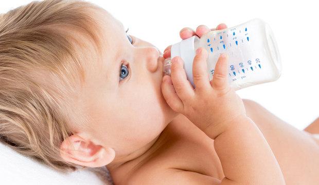 Já pensou em alimentar seu bebê sem usar mamadeira? Descubra se isso é possível
