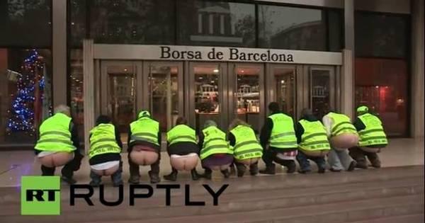 Espanhóis fazem bundalelê de protesto na rua! - Notícias - R7 Hora 7