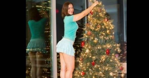 De minissaia, Nana Gouvêa monta árvore de Natal - Entretenimento ...