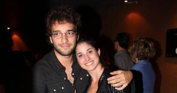 Humberto Carrão e Chandelly Braz se beijam em bastidores de ...