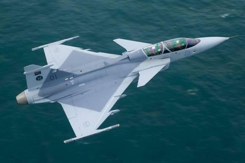 Após mais de dez anos de negociação, o governo brasileiro anunciou hoje a decisão de fechar acordo com a Suécia para a  aquisição de 36 caças, modelo, Gripen NG, produzidos pela empresa Saab. O negócio foi estimado em US$ 4,5 bilhões (R$ 10,5 bilhões)