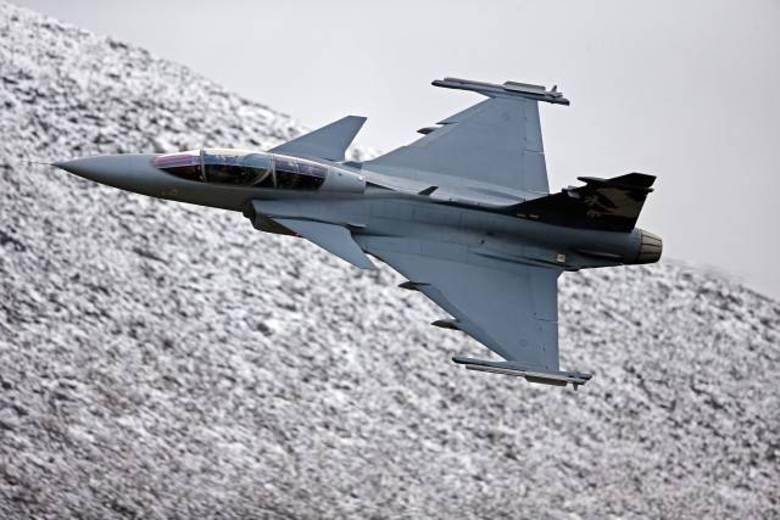Além do Gripen NG da Suécia, estavam na disputa o modelo F/A-18 E/F Super Hornet, da empresa americana Boeing. Esse tipo de caça é usado pelos  Estados Unidos e pela Austrália
