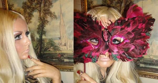Bonequinha britânica assume que é fã da Barbie - Fotos - R7 Hora 7