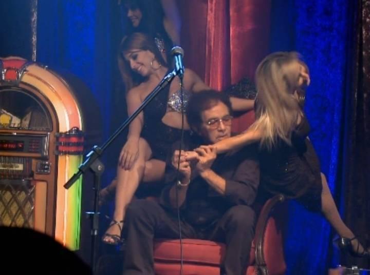 Em 2011, o rei do brega venceu o Prêmio da Música Brasileira como melhor cantor popular, pelo álbum ao vivo Cabaret do Rossi, que também rendeu um DVD, em que fazia releituras de sucessos como Taras & Manias, Amor I Love You, Só Você e I Will Survive. O cenário da gravação do DVD foi ambientado como um cabaré