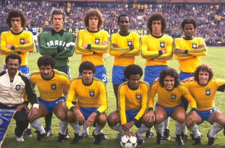 A seleção entrou em campo em 1978 com uniforme de manga comprida e as famosas três listras do patrocinador – o logo, no entanto, ficou de fora. Foi a última vez que o time verde-amarelo entrou em campo sob a sigla CBD (Confederação Brasileira de Desportes) e acabou na terceira colocação