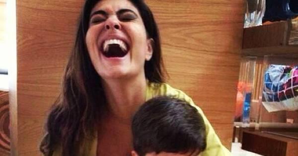 Filho de Juliana Paes faz careta após levar beliscão do irmão ...