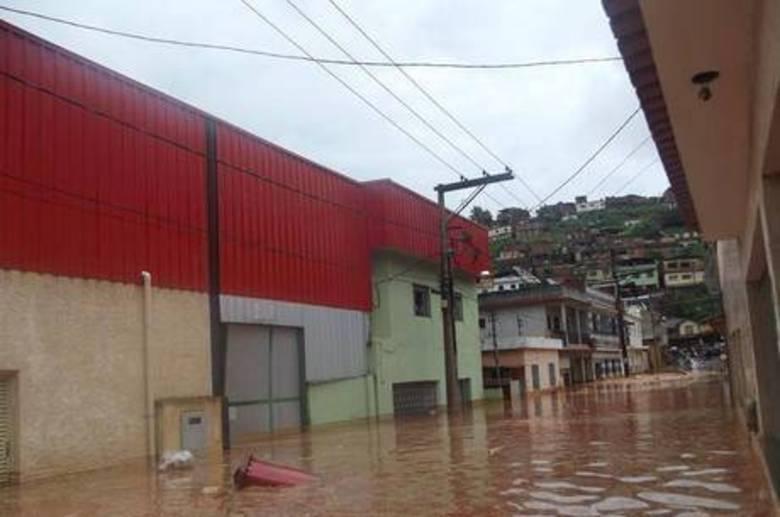 Em Ubá, na Zona da Mata,300 famílias ficaram desalojadas após um temporal de cerca de 40 minutos