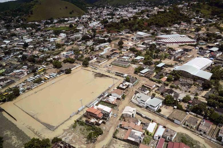 Mais uma foto aérea da Defesa Civil de Minas no Facebook. Estado tem 9.000 pessoas desabrigadas