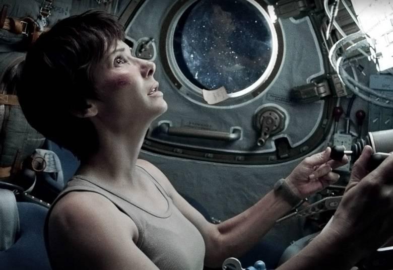 Sandra BullockEm Gravidade, a atriz passa a maior parte do tempo sozinha e impressiona com sua atuação, considerada por muitos a melhor de sua carreira. Bullock levou o Oscar de Melhor Atriz por Um Sonho Possível em 2010
