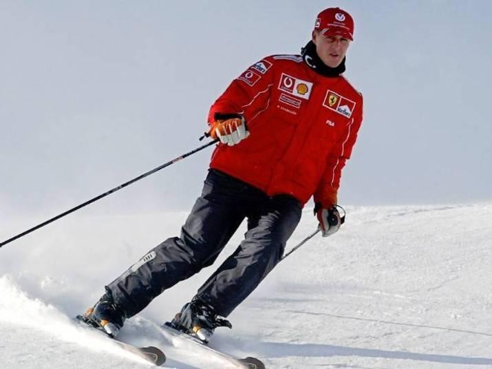 O estado de saúde do ex-piloto Michael Schumacher piorou nas últimas horas e já fala-se em risco de morte, de acordo com o jornal francês Le Dauphine. Na manhã deste domingo (29),o alemão sofreu um grave acidente em uma estação de esqui em Méribel, nos Alpes franceses e foi hospitalizado com urgência.O comunicado oficial mais recente aponta que Schumi está 'em coma, com traumatismo craniano e necessita de uma neurocirurgia imediatamente'