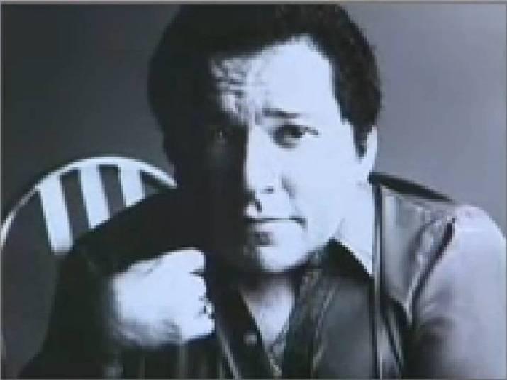 O primeiro trabalho do cantor foi como secretário em uma indústria. Na época, ele conquistava os colegas de trabalho com a voz forte, ao soltar o gogó durante o expediente