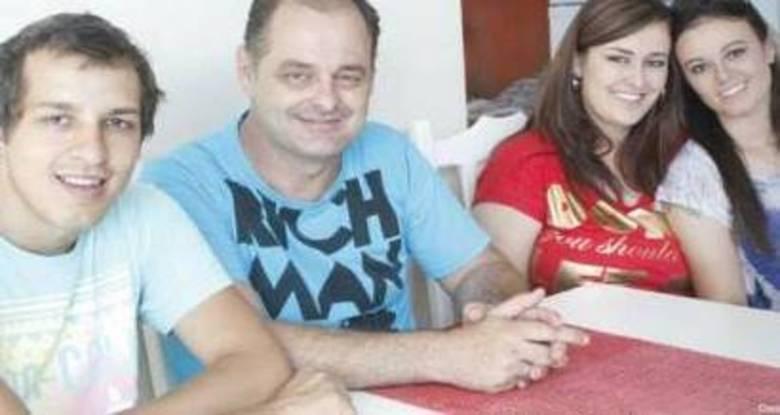 Pai e filha gays já torraram R$ 50 mil para se casar no mesmo dia