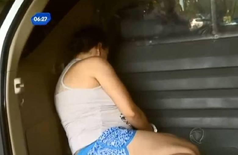 A mãe e o padrasto de um menino de seis anos foram presos na noite da última segunda-feira (13), em São Paulo, suspeitos de maus-tratos, estupro e assassinato do garoto. A polícia suspeitou da atitude do casal e acabou descobrindo o crime. Na delegacia, a mãe, que está grávida de seis meses do terceiro filho, confessou o assassinato e disse que não se arrepende do que fez