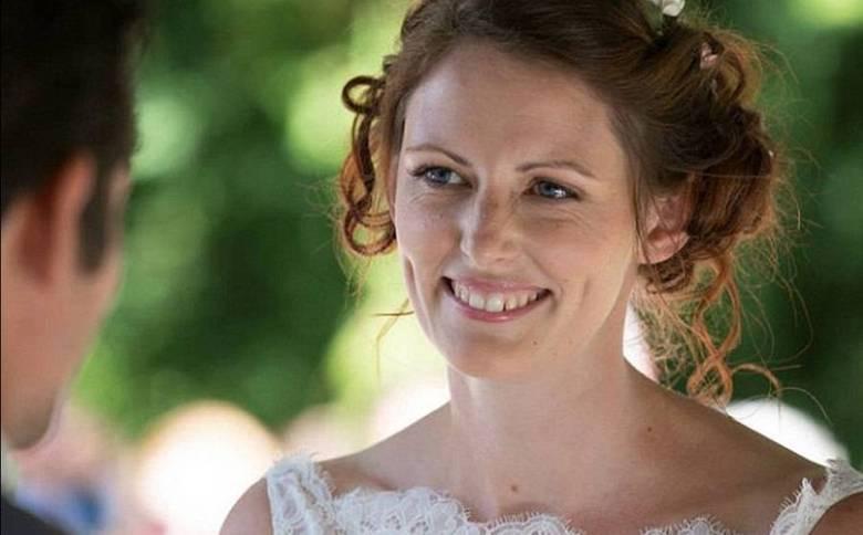 A professora recém-casada Helen Thompson, 28 anos de idade, morreu por causa de um coágulo no cérebro supostamente causado por pílula anticoncepcional. A informação é do site Daily Mail
