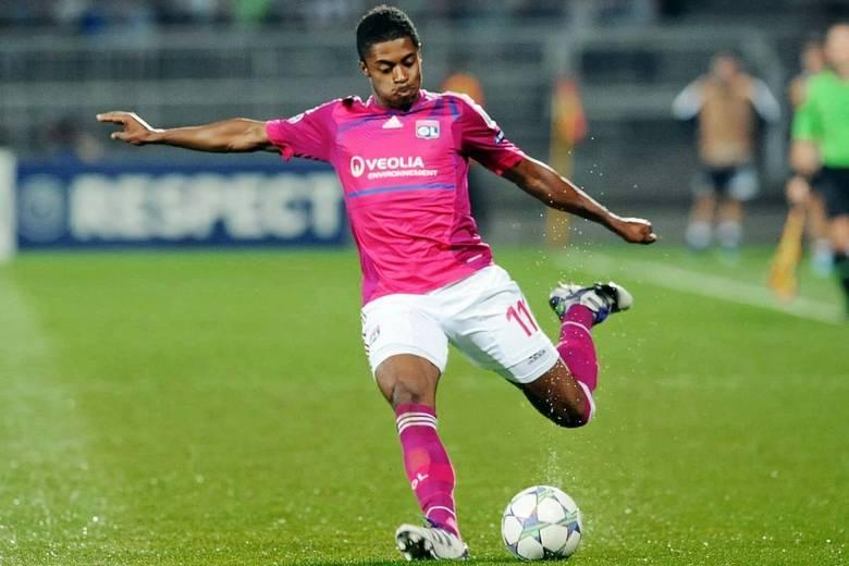 Na França, além do Evian, o Lyon também usa o rosa de vez em quandoSaiba tudo sobre esportes! AcesseR7.com/esportes