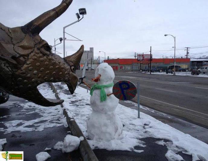Esse boneco de neve é provavelmente o mais corajoso que já vimos