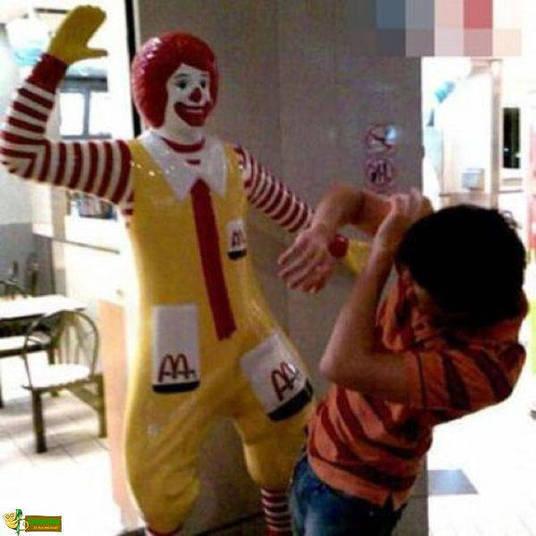 A verdadeira face do palhaço Ronald é muito assustadora...