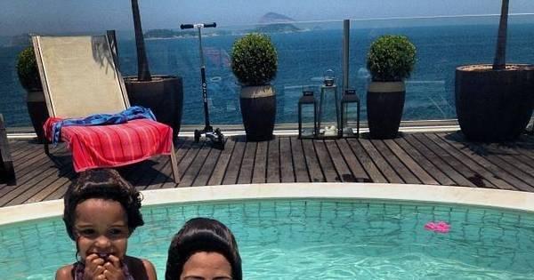 Paula Morais curte piscina com filhas do Ronaldo - Entretenimento ...