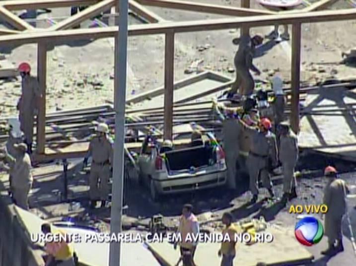 Outro carro foi diretamente atingido. O casal que estava no veículo foi retirado por volta das 10h30. Não havia informações sobre o estado de saúde