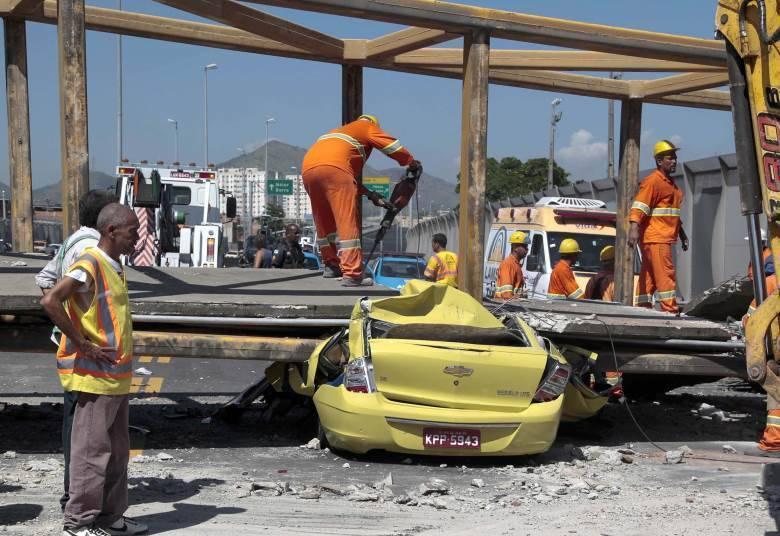 O motorista, que teve o seu táxi esmagado pela passarela, foi uma das vítimas fatais do acidente, segundo o Corpo de Bombeiros