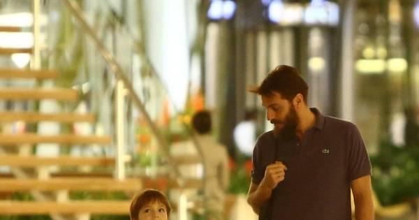 Barbudão, Rodrigo Lombardi leva filho e mulher para se divertirem ...