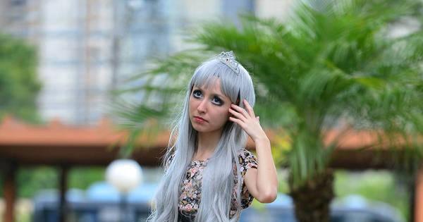 Com 33 kg, Barbie humana brasileira desmente suspeita de anorexia