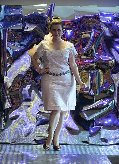 Esconder-se atrás de enormes panos disformes só é opção de quem quiser. O desfile de Outono/Inverno 2014 do Mulheres Reais celebrou as curvas das beldades plus size e provou que gordinhas podem vestir o que quiserem e arrasar em qualquer situação, da academia ao altarTexto e apuração: Nathalia Ilovatte, do R7