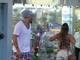 """<b>Se cuida, Gracyanne!</b><br>  <br><a href=""""http://entretenimento.r7.com/famosos-e-tv/fotos/se-cuida-gracyanne-belo-da-confere-em-morena-em-dia-de-passeio-no-shopping-18022014#!/foto/1"""">Belo, que resolveu fazer umas comprinhas em um shopping do Rio de Janeiro, foi flagrado por um paparazzo dando o maior """"confere"""" em uma morena que passeava pelo centro de compras</a>. O pagodeiro não resistiu aos encantos da mulher, que usava um shortinho curto e uma blusa que deixava as costas à mostra"""