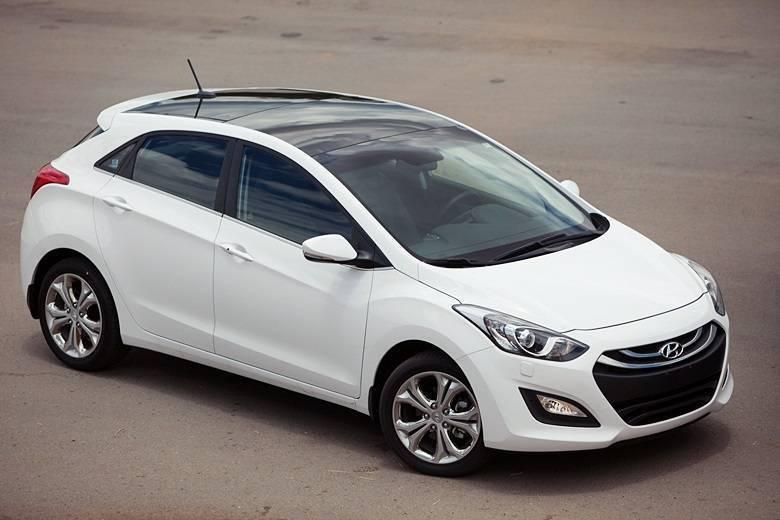 HYUNDAI I30Preço no Brasil: R$ 71.900*Preço nos EUA: R$ 43.762 (US$ 18.750)Variação: +64%*O Senado puxou o valor do i30 na tabela Fipe (R$ 69.800) e o R7 atualizou o cálculo com base nos preços oficiais do hatch médio divulgados oficialmente na última semanaAceleramos os novos Hyundai Elantra, Grand Santa Fe e i30 1.8Saiba tudo sobre carros! AcesseR7.com/carros