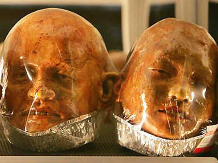 O tailandês Kittiwat Unarrom, que é filho de um padeiro, está chamando atenção por fazer pães em formato de cadáveres humanos