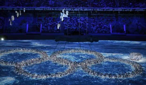 Sochi 2014 cativa com disputas quentes <br />no gelo e capacidade de rir de si mesmo