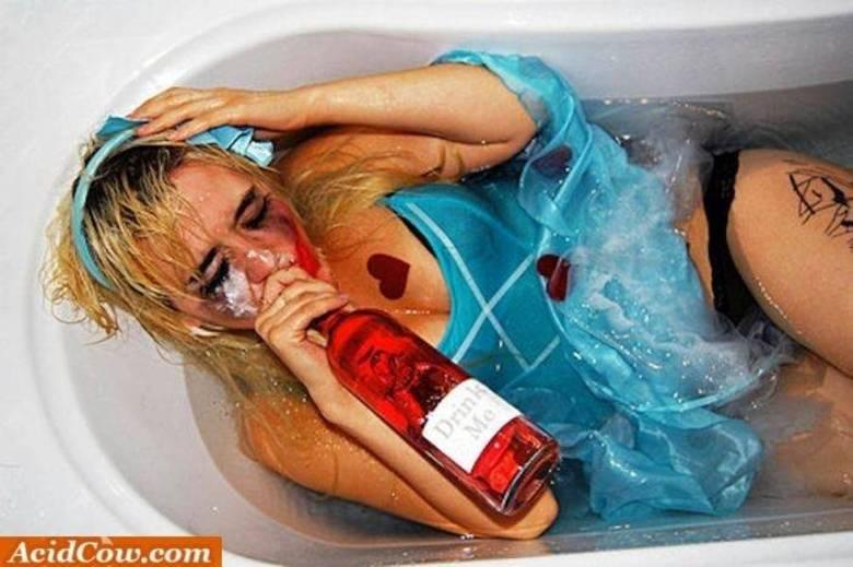 Disseram que se tomasse banho, passaria a bebedeira. Não rolou